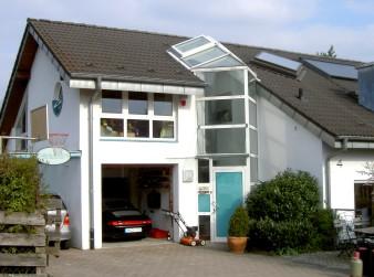 Mit Garage Und Berdachtem Stellplatz In Talheim Durch Eine Neue Aus Glas  Wurde Eine Verbindung Zwischen Der.